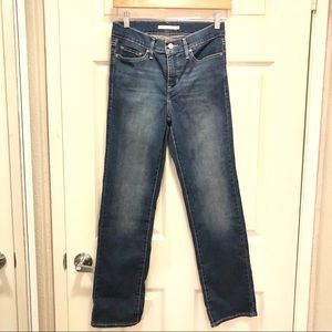Levi's Classic Fit Straight Leg in size 28